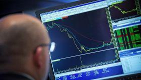 Markets Take Downward Slide On Poor Economic Reports