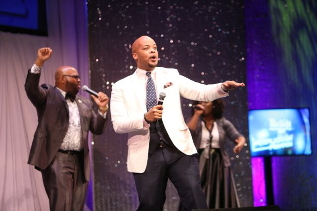 James Fortune Performs At The Lamplighter Awards 2015