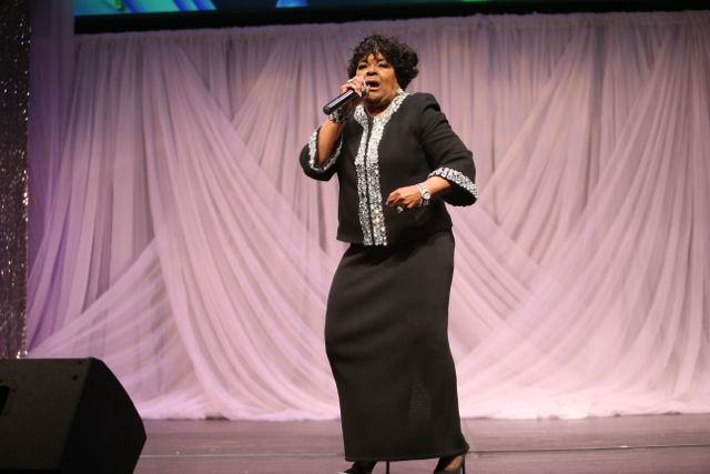 Shirley Caesar Performs At the Lamplighter Awards 2015