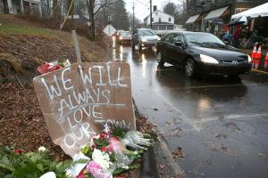Newtown Commemorates 1 Week Anniversary Of School Massacre